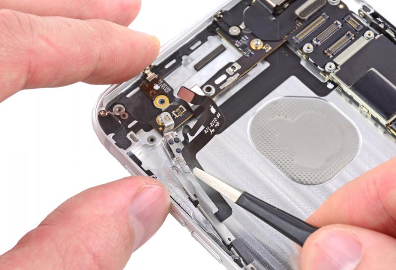Замена шлейфа кнопок громкости iPhone 6 Plus