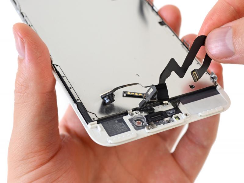 Замена фронтальной камеры (шлейф датчиков) iPhone 7 Plus