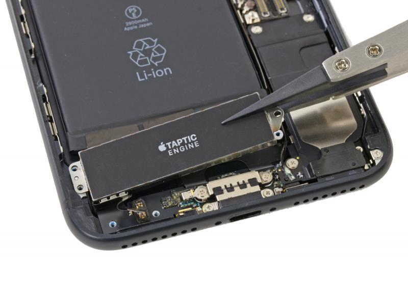 Замена виброзвонка Taptic Engine iPhone 7 Plus