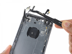 Замена шлейфа кнопок включения / громкости iPhone 6s