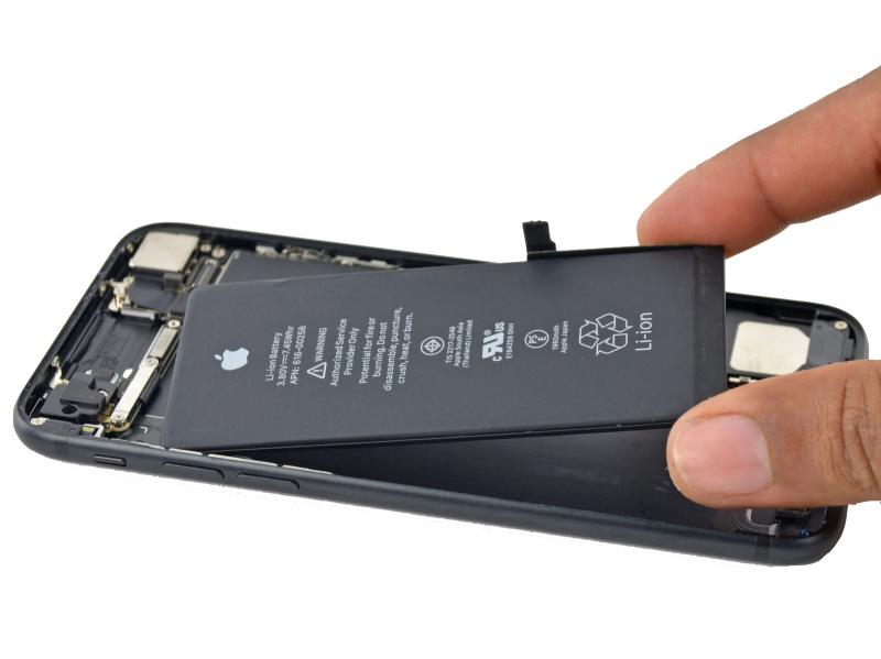 Замена аккумулятора iPhone 7