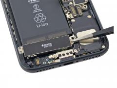 Замена виброзвонка Taptic Engine iPhone 7